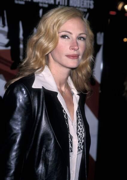"""En 2001, Julia Roberts à la première du film """"Ocean's eleven"""" à Westwood en Californie"""