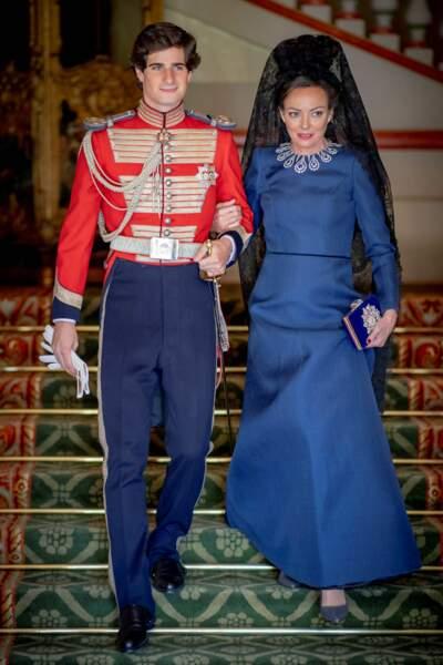 Le duc de Huescar Fernando Fitz-James Stuart avec sa mère Matilde Solis au palais de Liria à Madrid