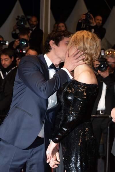"""Virginie Efira et son compagnon Niels Schneider à la première de """"Sibyl"""" lors du 72e de Cannes, le 24 mai 2019."""