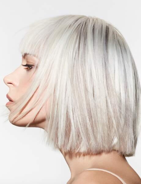 Les cheveux blancs éclatants
