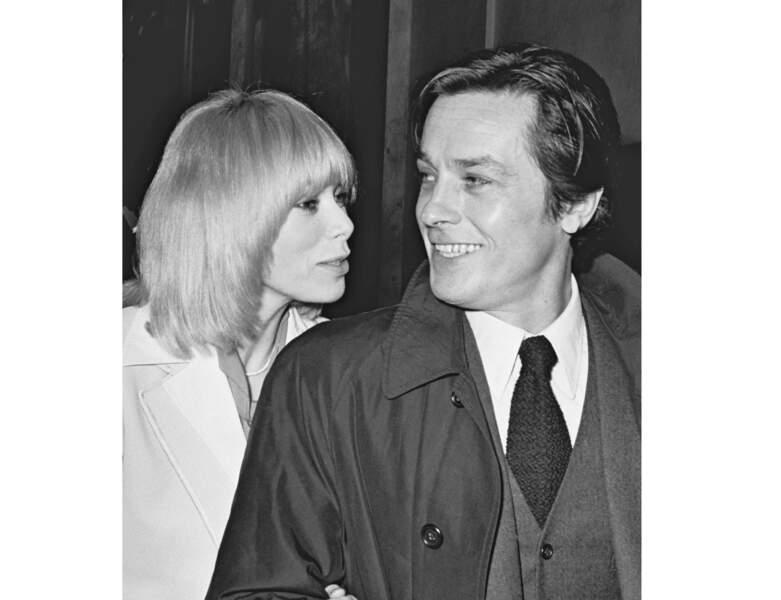 Le couple star s'affiche au festival du film en 1975 : Mireille Darc a 37 ans
