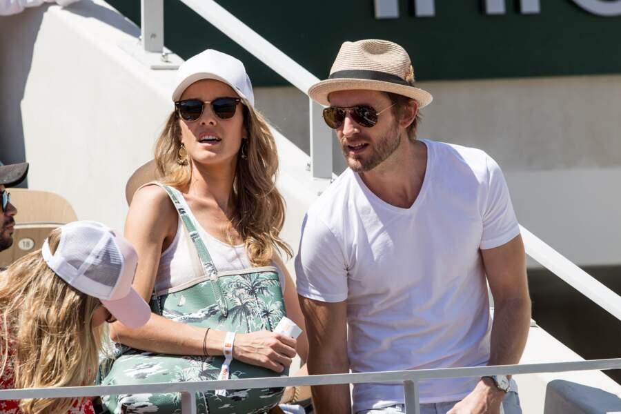 Élodie Fontan et son compagnon Philippe Lacheau dans les tribunes de Roland Garros le 2 juin 2019.