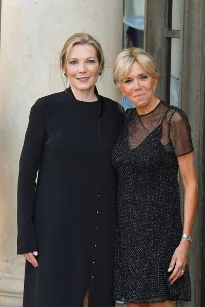 Brigitte Macron en robe transparente à pois