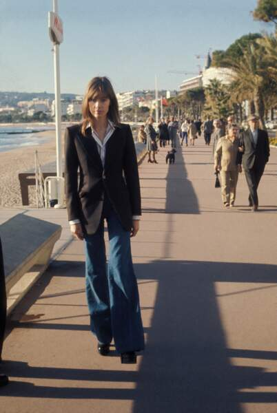 Portrait de Françoise Hardy sur la Croisette, en janvier 1974, à Cannes.