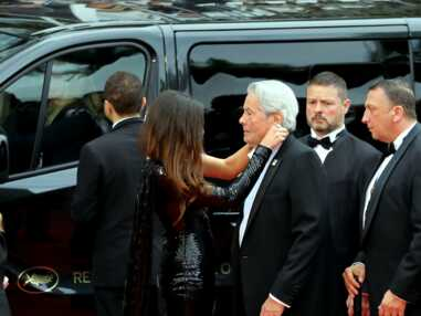 Alain Delon ému au Festival de Cannes, au bras de sa fille Anouchka Delon