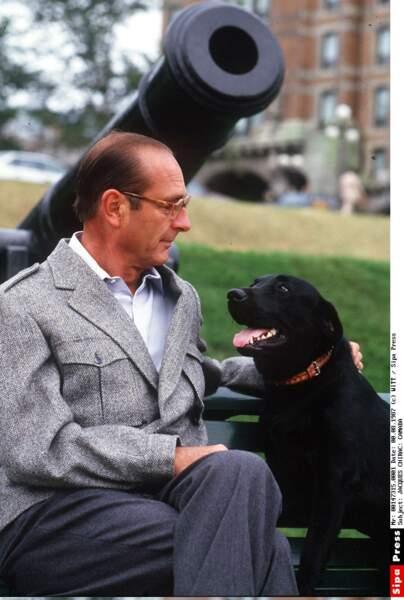 Jacques Chirac et son labrador Maskou en 1987