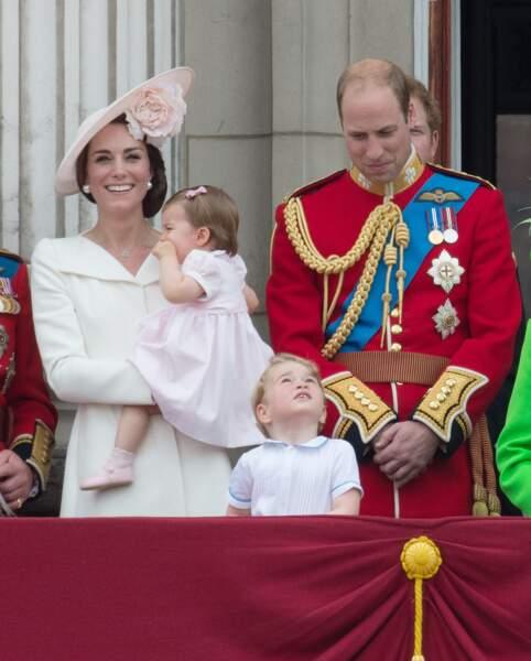 Pour les 90 ans de la Reine, Charlotte était assortie au chapeau de sa maman