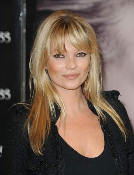 Une frange longue comme Kate Moss