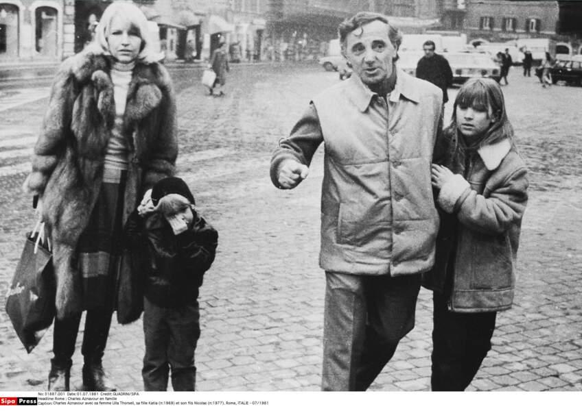 Charles Aznavour avec sa femme Ulla Thorsell, sa fille Katia (n:1969) et son fils Nicolas