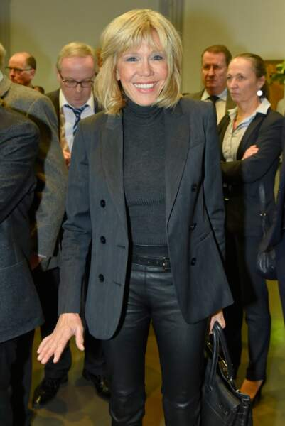 Brigitte Macron en total look black