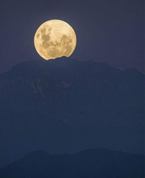 La Cordillère des Andes porte la lune