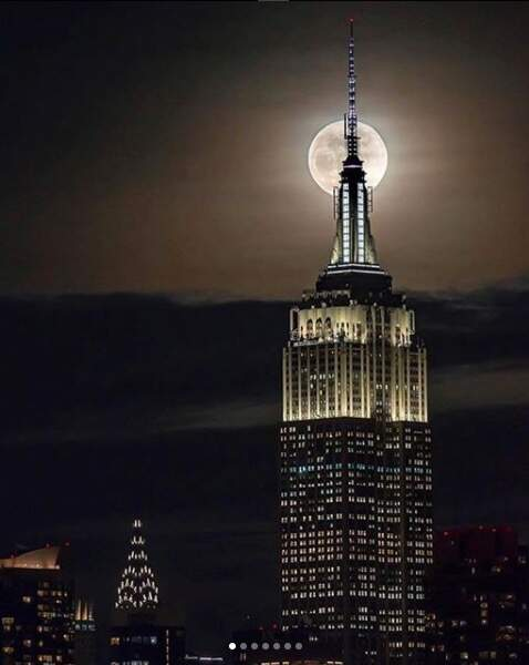 """La """"grosse pomme"""" (New-York, États-Unis) sous la grosse lune"""