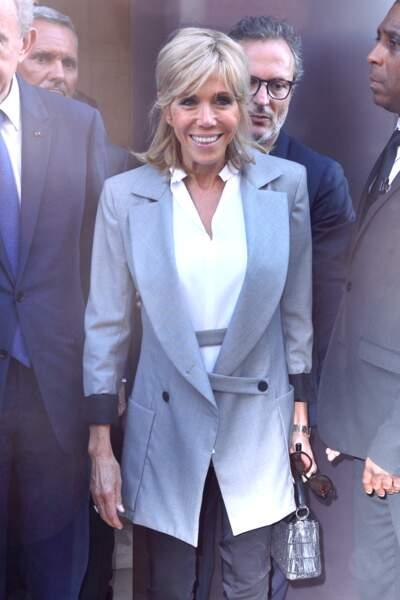 Brigitte Macron en veste grise pour le défilé Dior