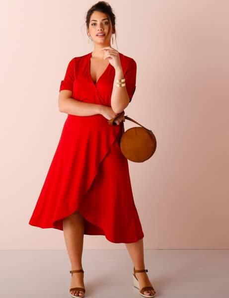 Tenue de cérémonie : la robe rouge passion