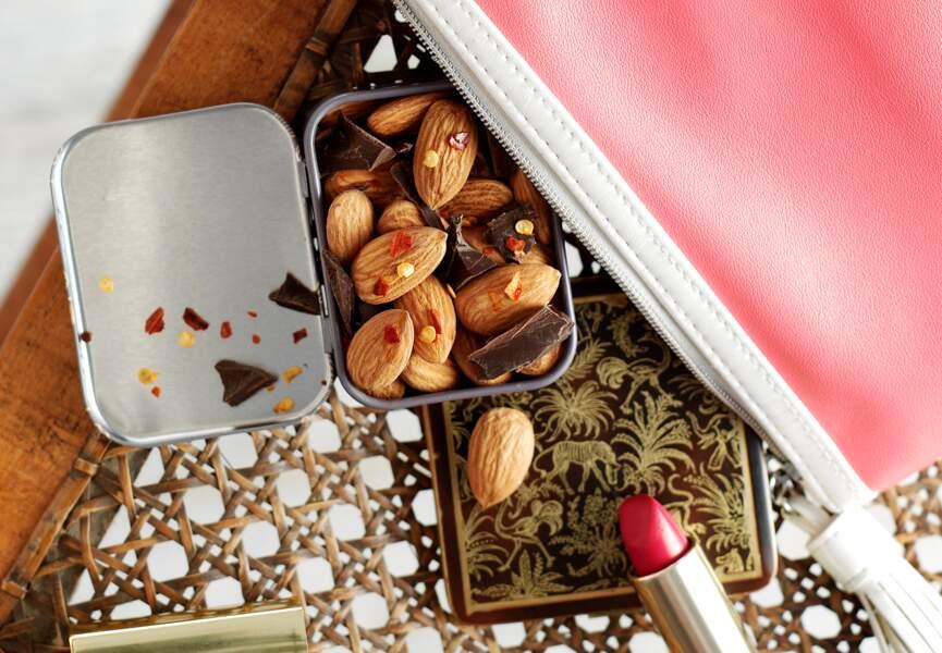 Amandes chocolat noir et flocons de piment