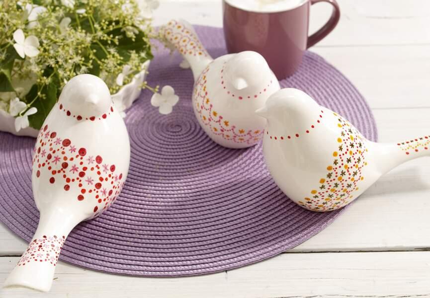 Des colombes à peindre pour Pâques