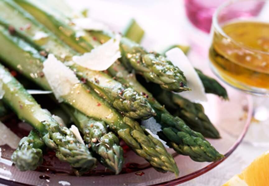 Asperges vertes au parmesan, vinaigrette d'agrumes