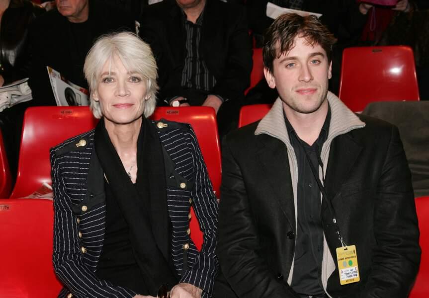 Françoise Hardy et son fils Thomas Dutronc à la 20ème cérémonie des Victoires de la musique en 2005.