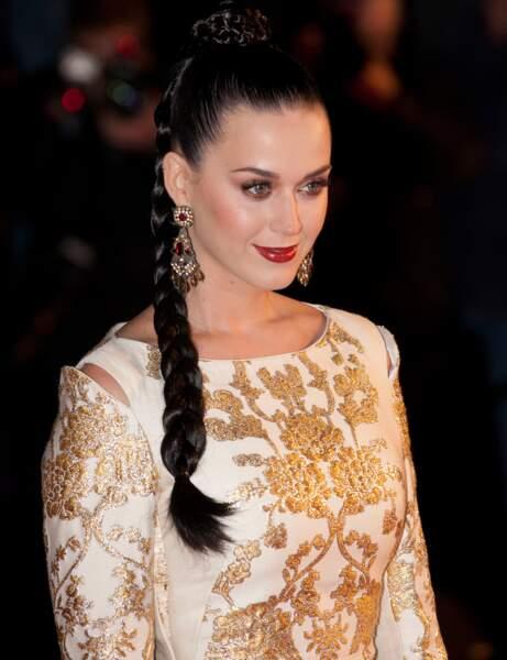 Une queue-de-cheval tressée comme Katy Perry