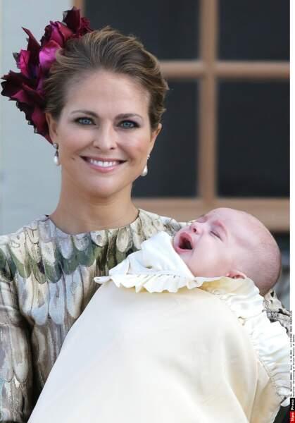 Madeleine de Suède souriante malgré les pleurs de son bébé