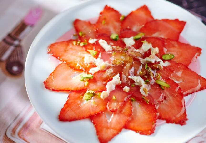 Carpaccio de fraises à la rose