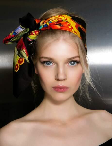 Un foulard noué