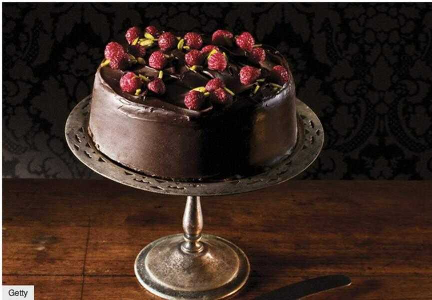 Entremets chocolat, mousseline de pistache et framboise