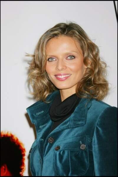 L'ancienne Miss France reste sur les boucles en 2007, une façon de donner du volume à ses cheveux fins