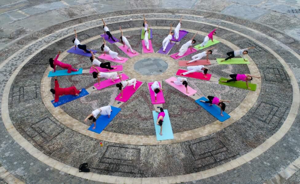 Yoga Day : originaire d'Inde, le yoga cartonne en Chine