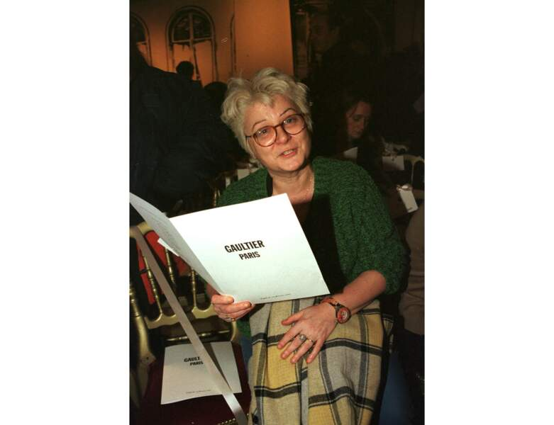 En 1997 (47 ans), elle assiste au défilé Jean-Paul Gauthier