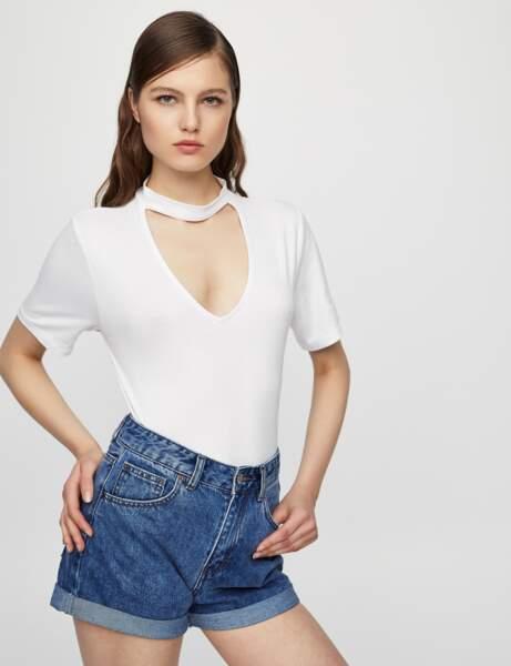 T-shirt blanc : choker intégré