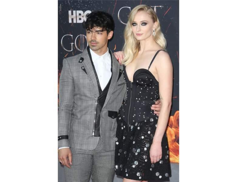 Raie sur le côté et ondulations glamour pour la première de Game of Thrones saison 9