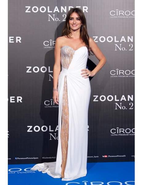 La robe semi-blanche de Penelope Cruz