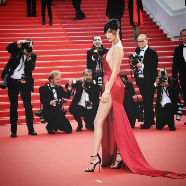 La top-modèle Bella Hadi avait-elle une culotte ? On vous laisse en juger