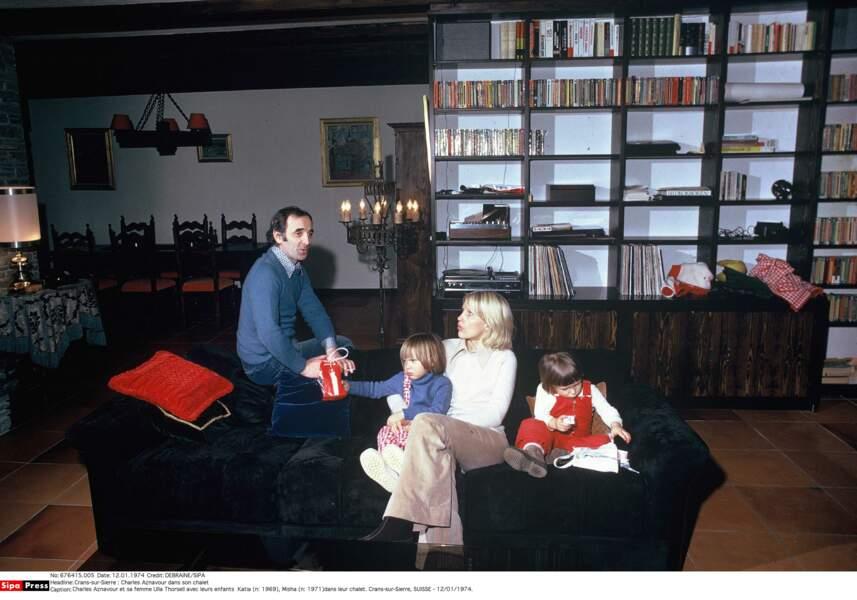Charles Aznavour et sa femme Ulla Thorsell avec leurs enfants Katia et Misha