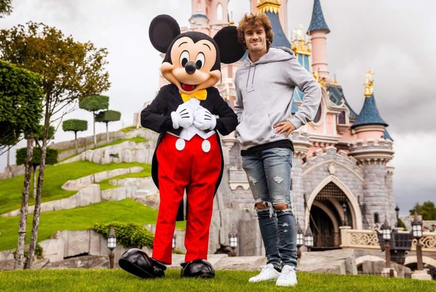 Antoine Griezmann fait honneur à la sortie du nouveau film Le Roi Lion à Disneyland Paris