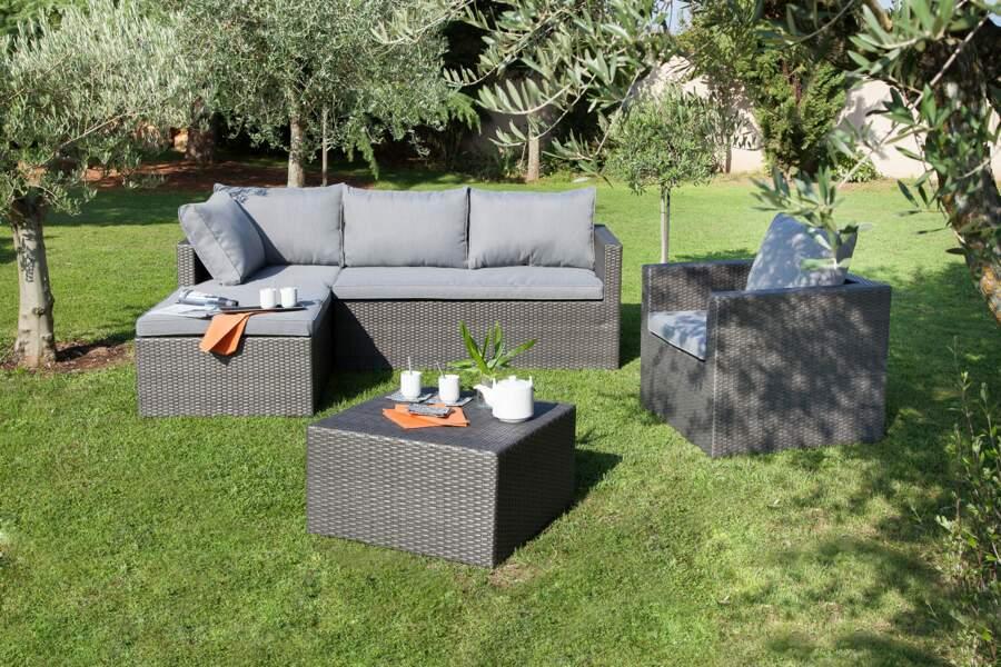 Un salon de jardin confortable