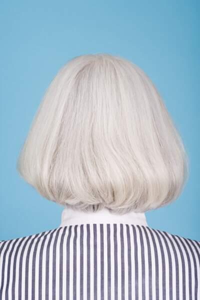 Sur un carré le gris / blanc va relever la coupe de cheveux