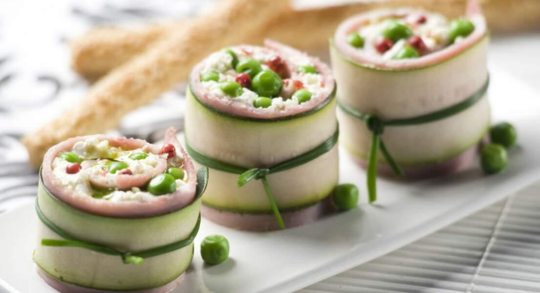 Roulés de courgettes au jambon, fromage frais et pois croquants