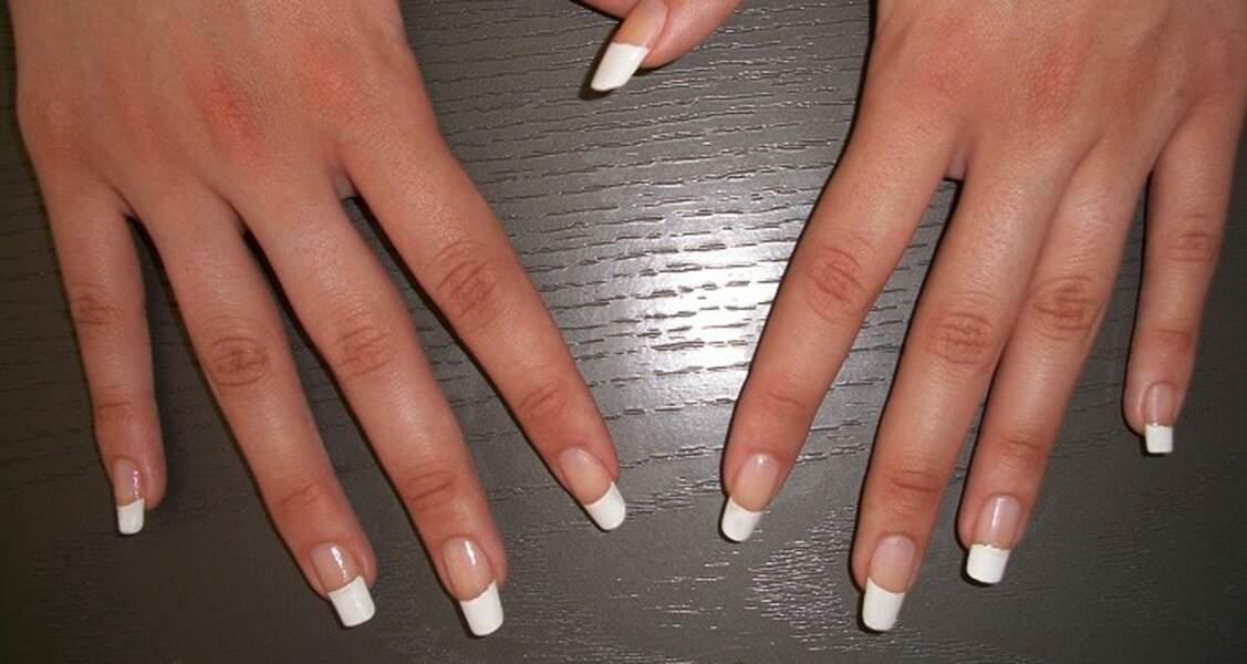 2e place pour le nail art version french manucure
