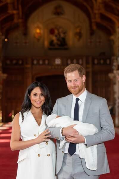 Le prince Harry et Meghan Markle présentent leur fils Archie Harrison au château de Windsor, le 8 mai 2019