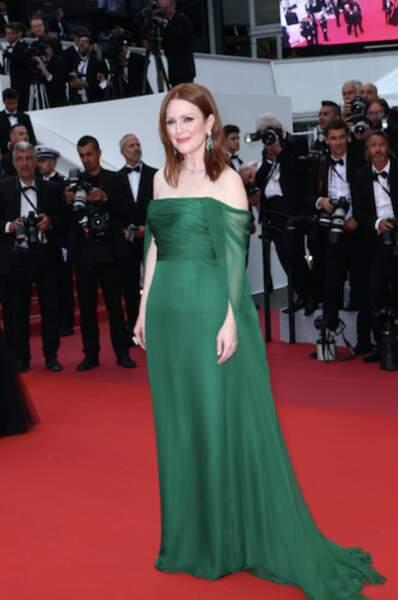 Julianne Moore en robe longue et verte