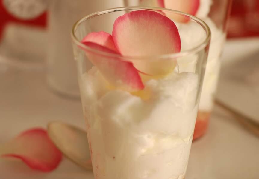 Cappuccino de chocolat blanc sur une purée de fraises