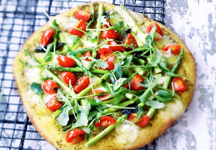 Pizza aux asperges et tomates cerise