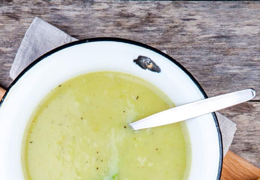 Soupe de courgettes à la tisane de romarin