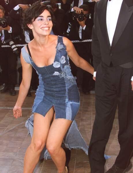Chère Élodie Bouchez, quand on oublie sa culotte, on se couvre mieux que ça !