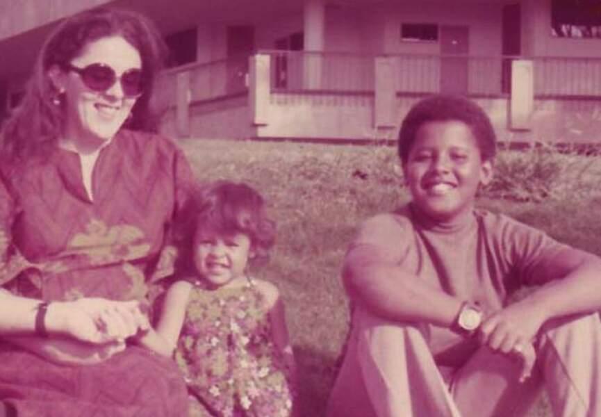 Barack Obama enfant, avec sa mère et sa petite soeur, Maya.