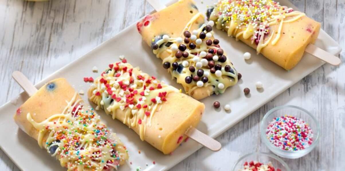 Esquimaux à la crème Mont Blanc, noisettes et fruits rouges, glaçage chocolat blanc