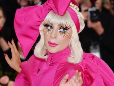 Lady Gaga crée le buzz au MET Gala 2019 : elle finit par un strip-tease en lingerie fine et bas résille