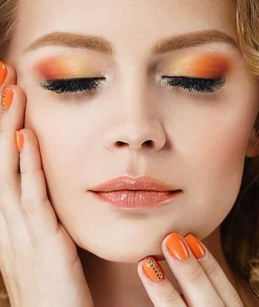 Allier manucure et maquillage des yeux pour un total look